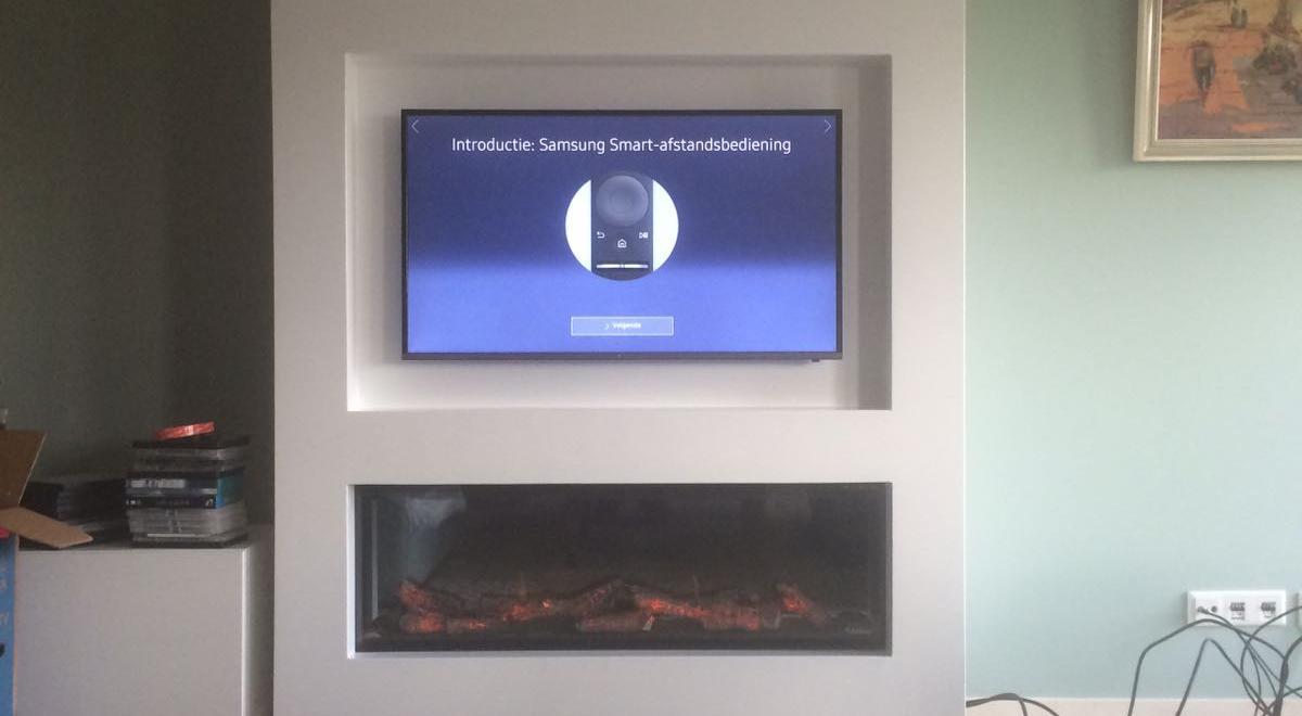 Electrische haard strak ingebouwd met tv nis erboven g for Spiegel tv is